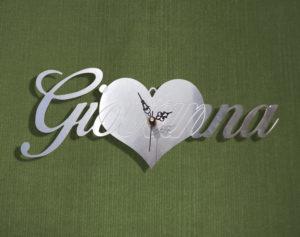 orologio-cuore-con-scritta-personalizzata
