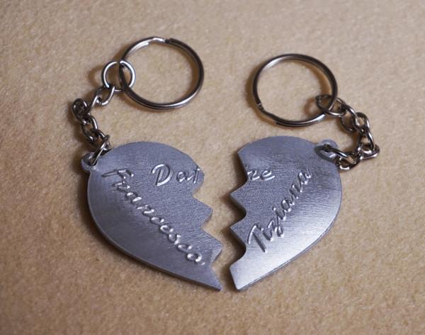 portachiavi-cuore-in-due-meta-personalizzato-1