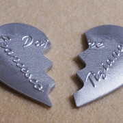 portachiavi-cuore-in-due-meta-personalizzato-4