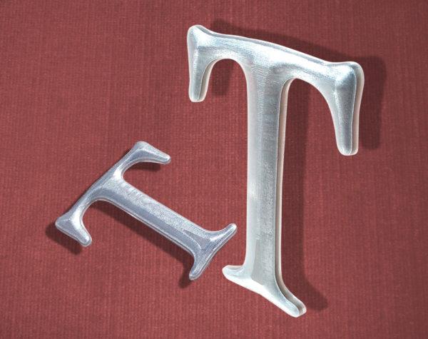 Scritta personalizzata in alluminio bombata