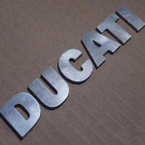 Logo ducati in alluminio