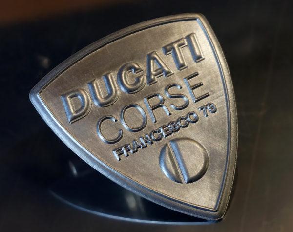 Logo Ducati corse personalizzato in alluminio