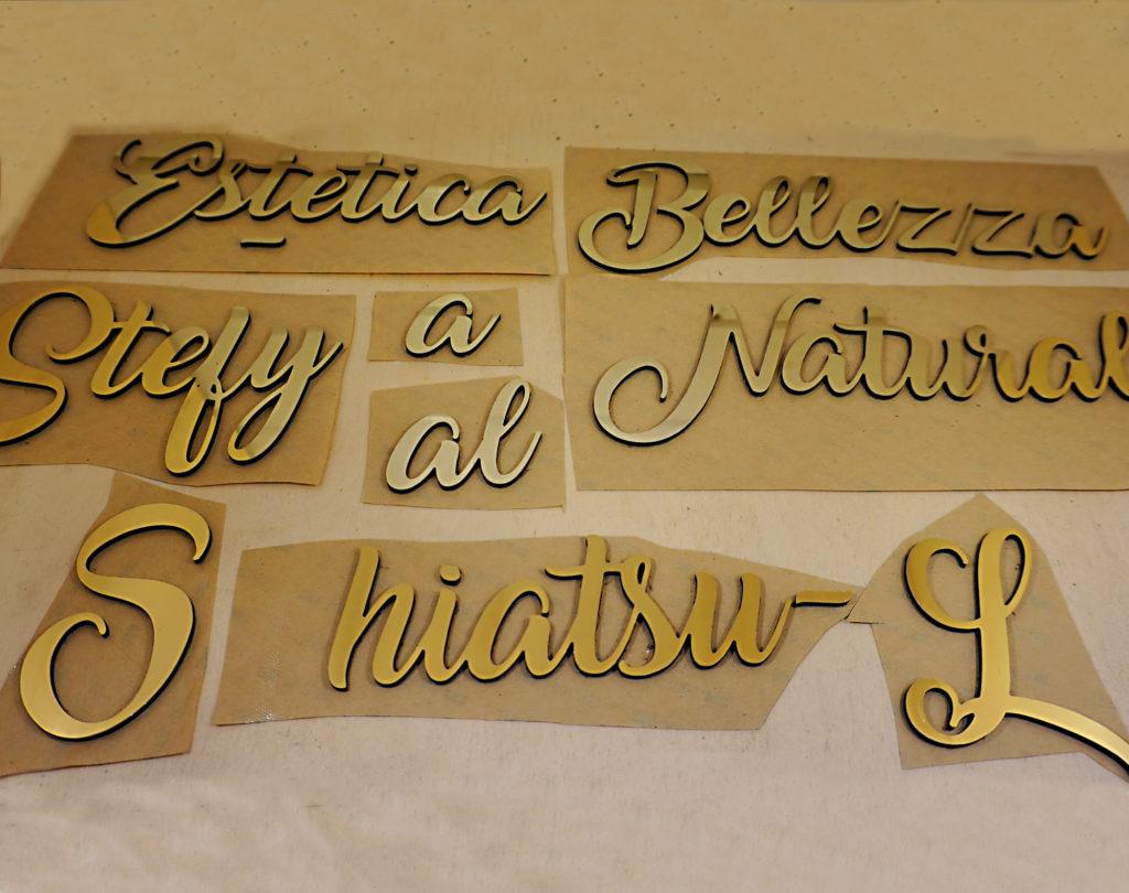 scritta in alluminio composito dibondo oro specchiato personalizzata