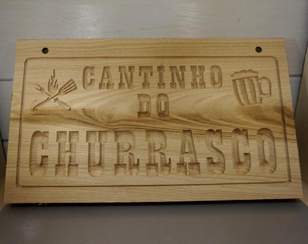 Targa personalizzata in legno di castagno scavata